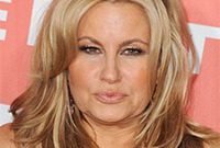 Jennifer-coolidge-va-va-volumized-hairstyle-side